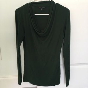 Banana Republic size Small bowl neck cotton top.